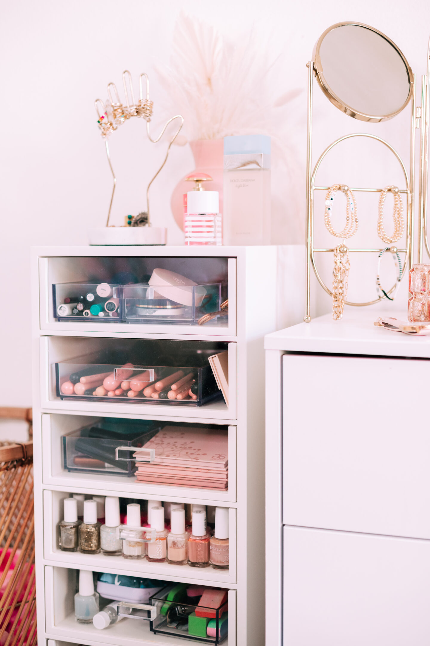 Makeup & jewelry organization