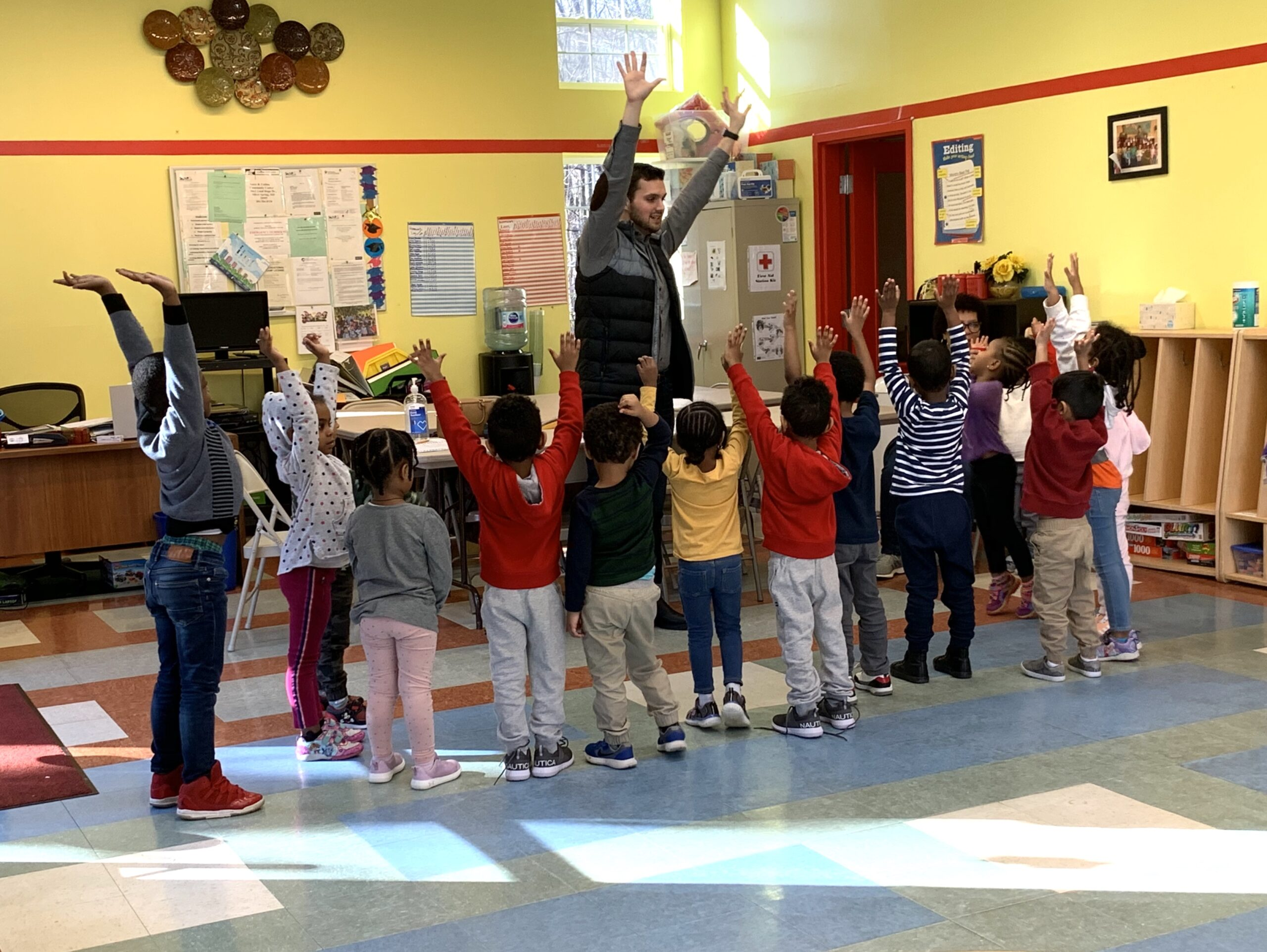 Wesley teaches young students at the Tapestry Music Program