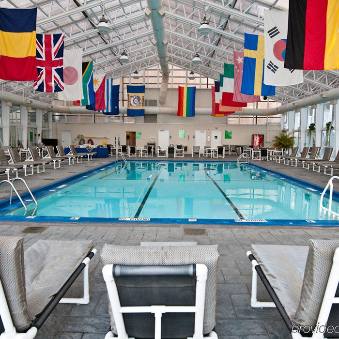 Oxford Capital Essex Inn Chicago swimming pool