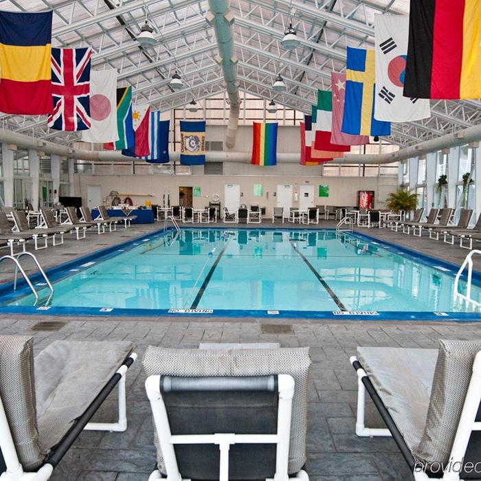 Oxford Capital Essex Inn Chicago swimming pool