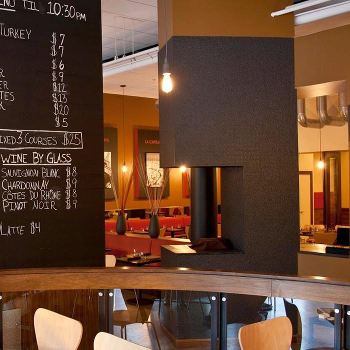Oxford Capital Essex Inn Chicago restaurant and bar