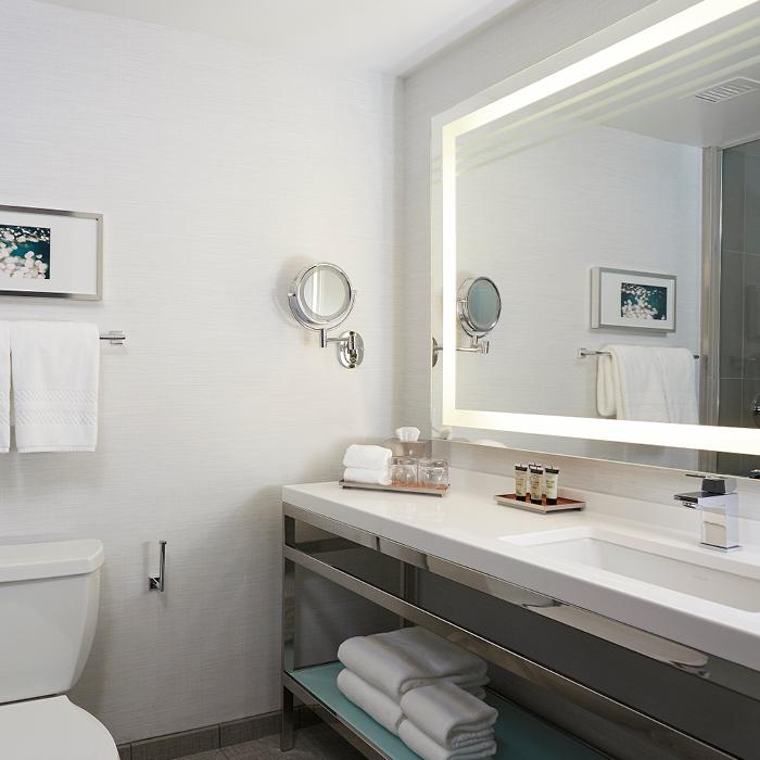 Godfrey Hotel Boston bathroom