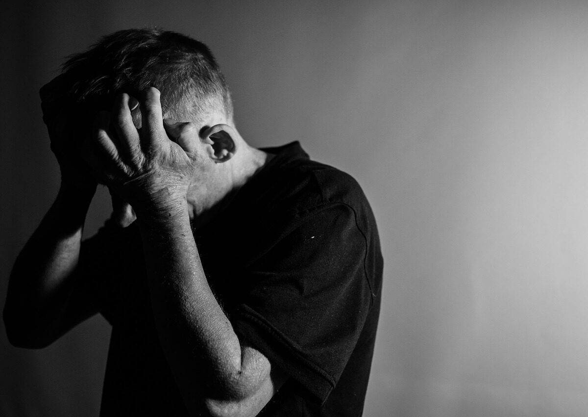 Signs and Symptoms of Chronic Loneliness. How therapy helps me to overcome loneliness?