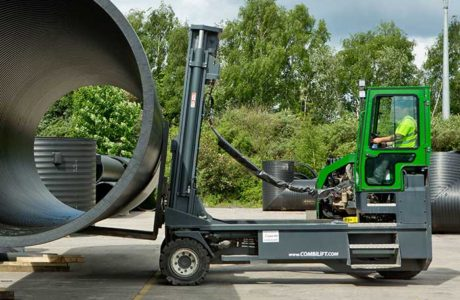 Combilift-C14000-carrying-length-of-Plastic-pipe