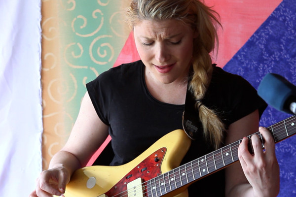 Marnie Stern delivers a bare-bones solo performance in her Manhattan apartment.