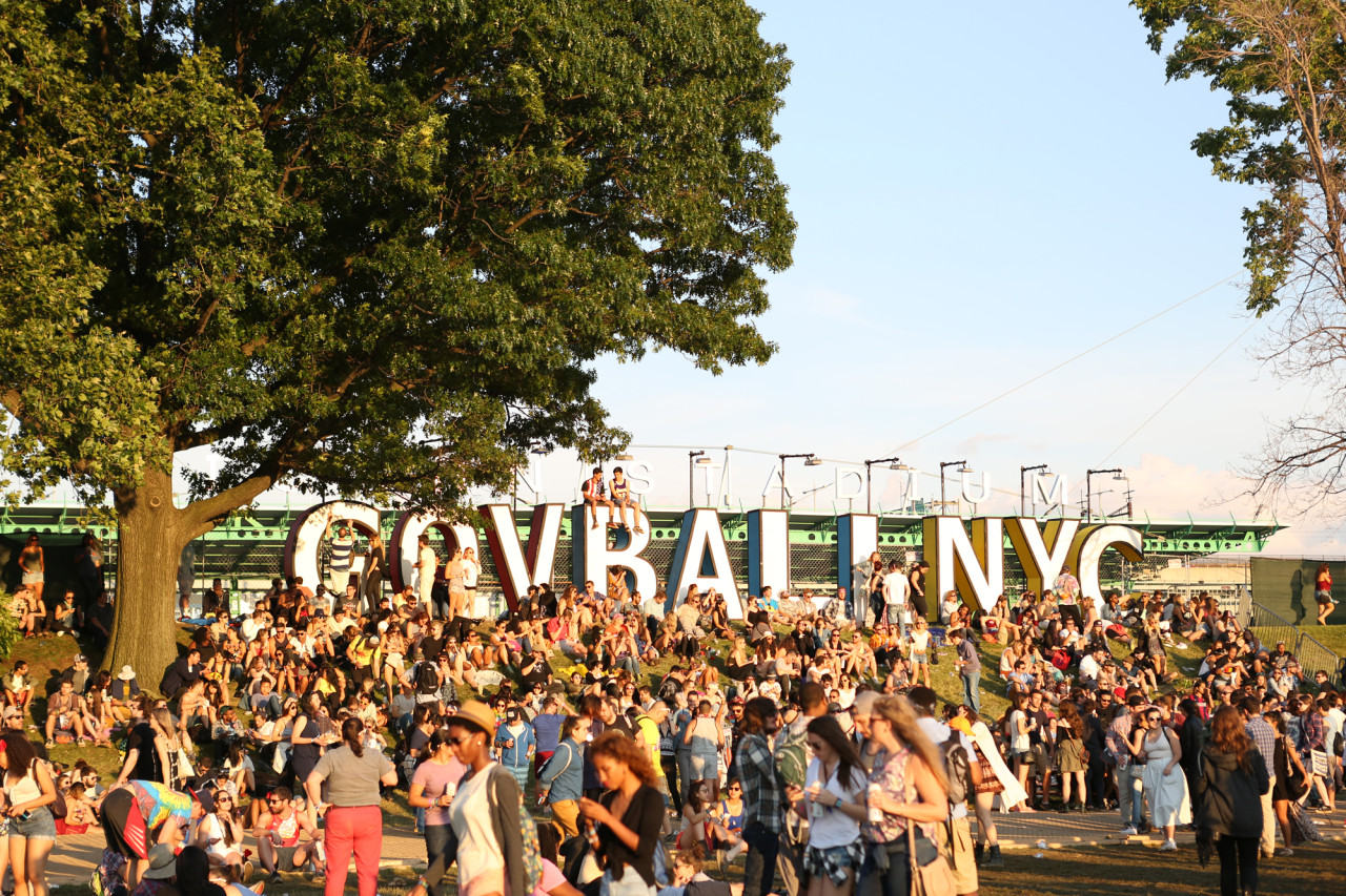 The Governors Ball sign was as a key meeting place. (© Michael Katzif – Do not use or republish without prior consent.)