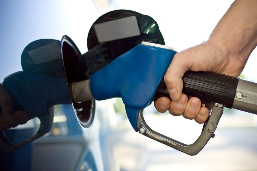 Three Easy Tech Hacks for Saving Money on Gas
