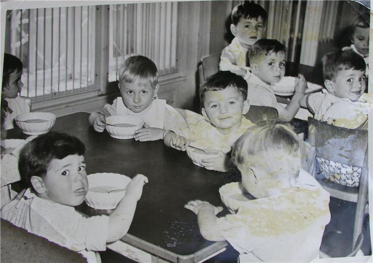 Πράγα 1957 - ο γιος της Ερμιόνης αριστερά