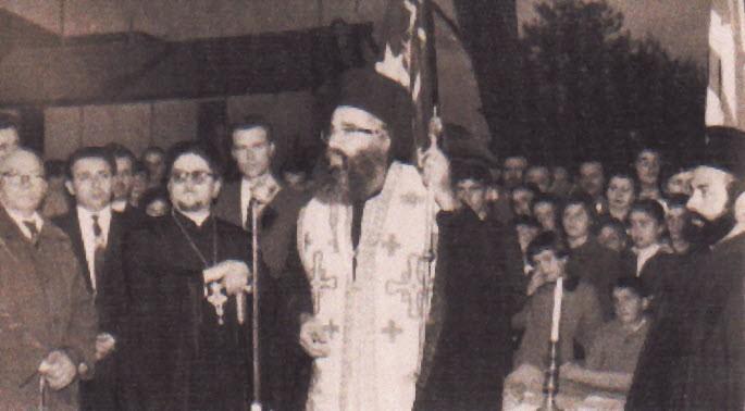1959 - Εδώ από τα εγκαίνια της του θεμέλιου λίθου για την ανέγερση της εκκλησίας Αγίου Βασιλείου του Βράνσγουϊκ. Ο Επίσκοπος Ιεζεκιήλ και δεξιά του ο Ιερόθεος Κουρτέσης, Αθανάσιος Βλαχονάσιος και ο Γιάννης Ρέντζης