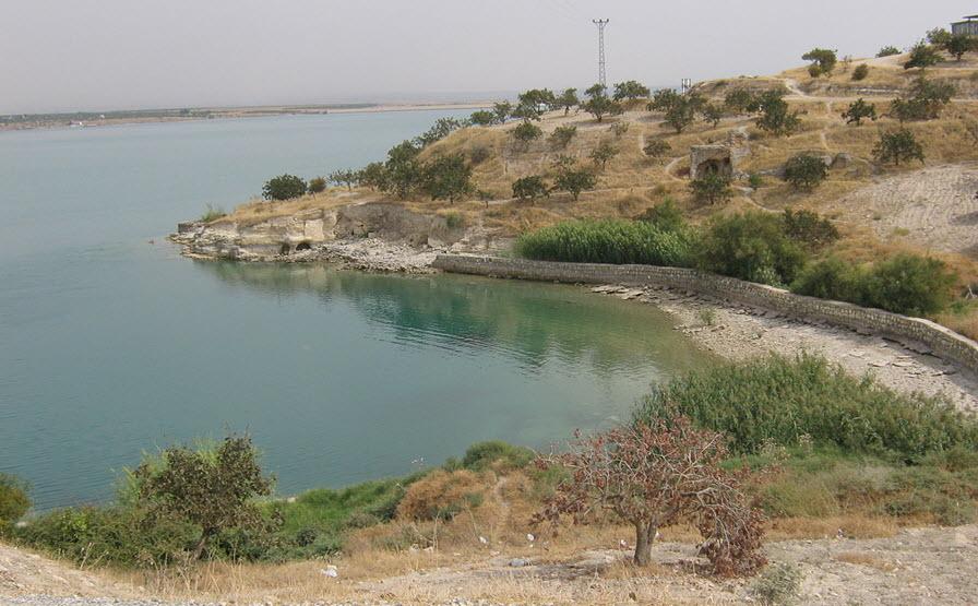 Το 80% του αρχαιολογικού χώρου βρίσκεται βυθισμένο, στη τεχνητή λίμνη που σχηματίστηκε από το φράγμα Μπιρετσίκ.