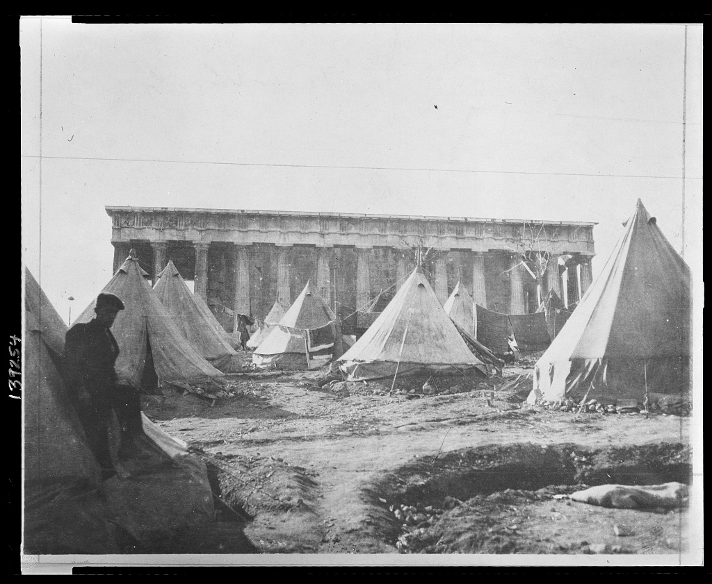Καταυλισμοί προσφύγων μπρος στο Θησείο, 1922. Φωτο Library of Congress 3c39254v