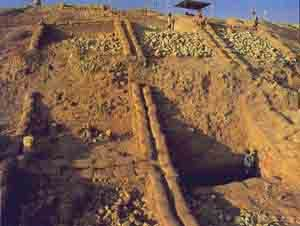 The outer revetment wall