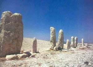 ten-monoliths-tel-gezer
