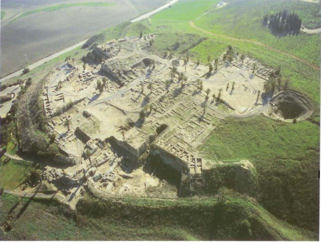Canaanite_City_at_Megiddo
