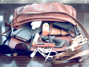 Pro Tips on How to Organize Your Purse or Handbag