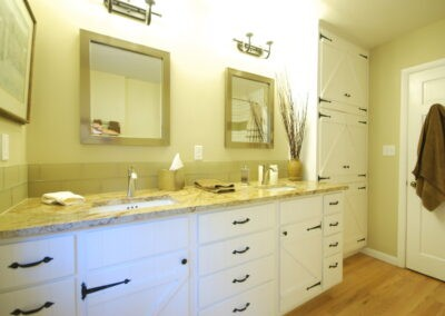 Iron Mtn Blvd – Bathroom