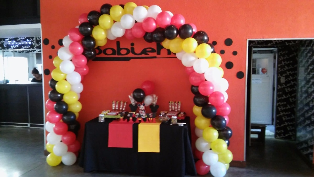 ¿Cómo hacer un arco de globos de cumpleaños?