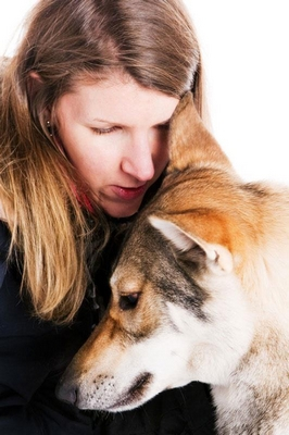 Are essential oils for dogs, cats, and pets safe? Learn how to use essential oils safely with your pets to help with anxiety, allergies, fleas and more. #raisingyourpetsnaturally