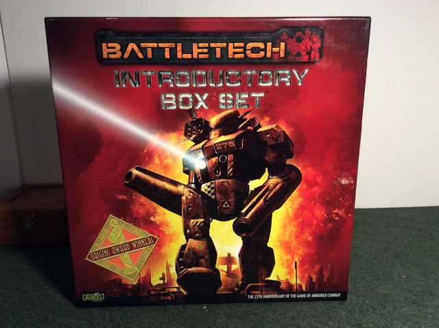 Read more about the article Showcase and Review – BattleTech: Introductory Box Set (25th Anniversary Edition)