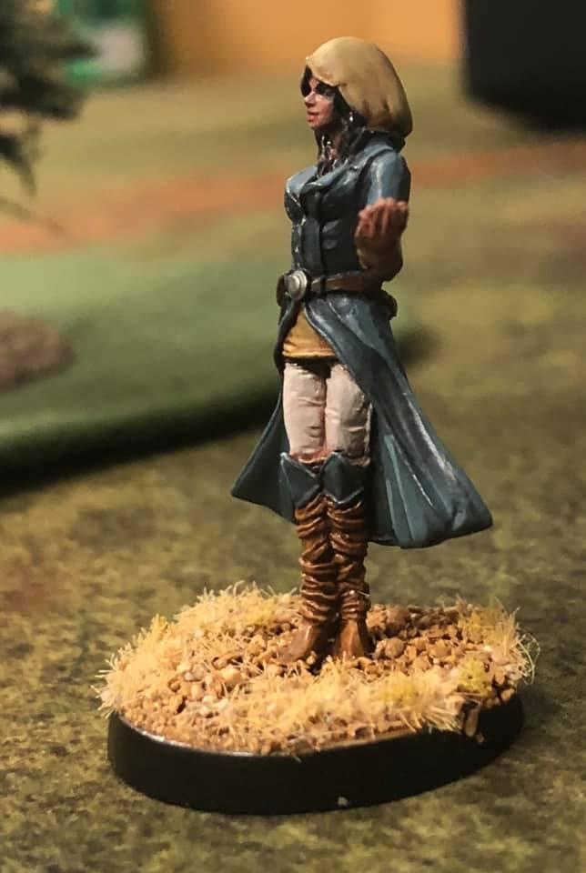 Secret Sister 32mm Miniature - Positive female miniatures