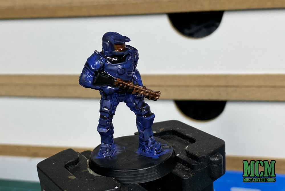 Applying shade to a miniature - how to paint sci-fi miniatures