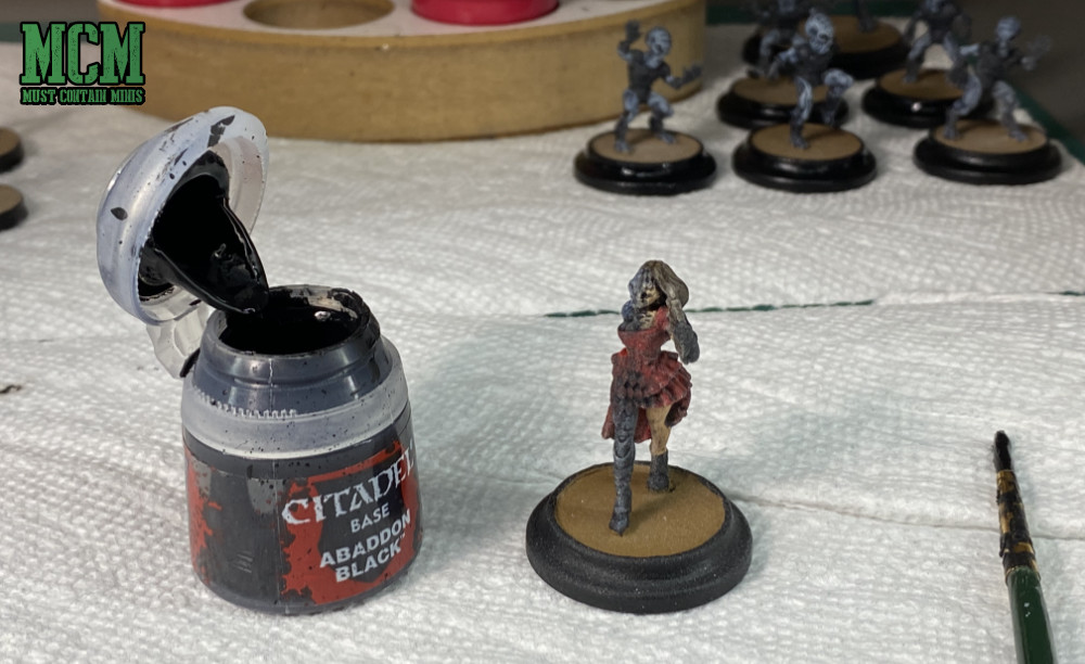 Fixing dusty varnish artifacts on a miniature