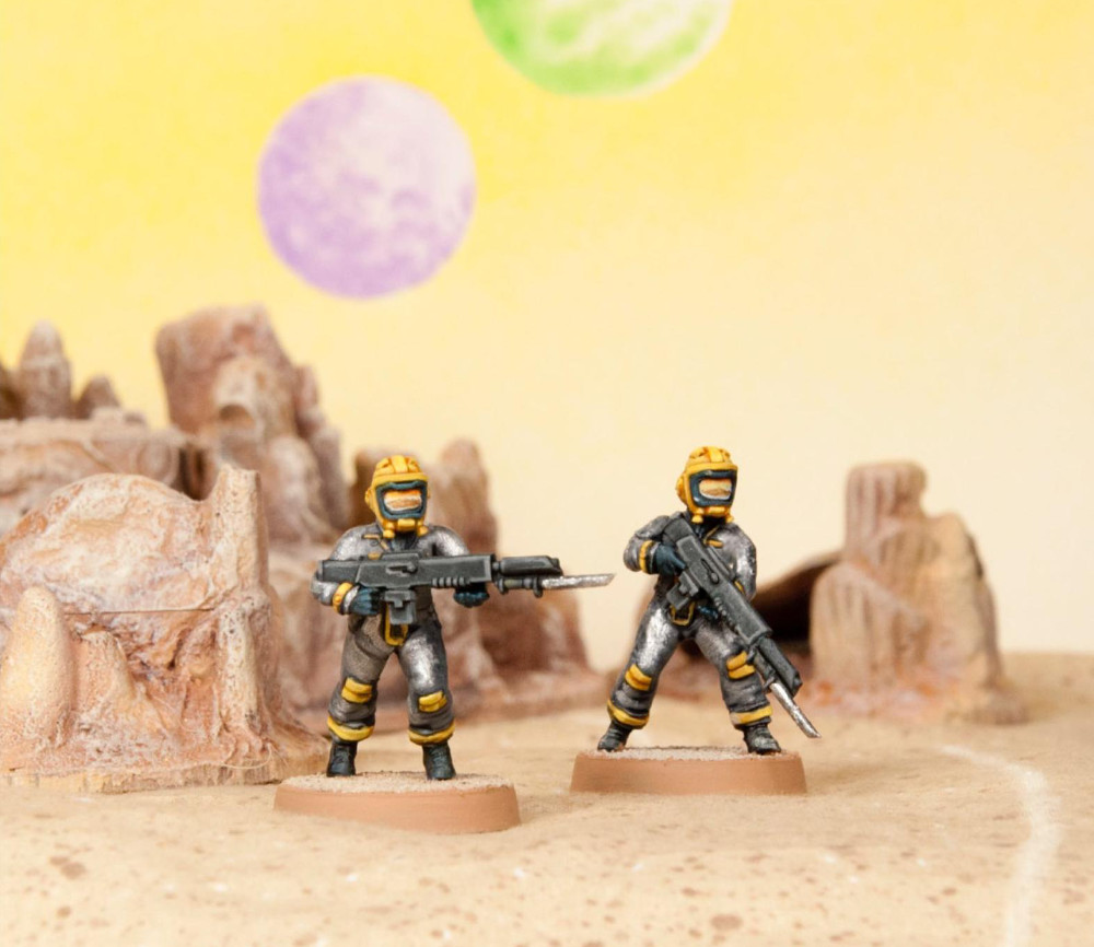 28mm astronaut miniatures in Space Suits