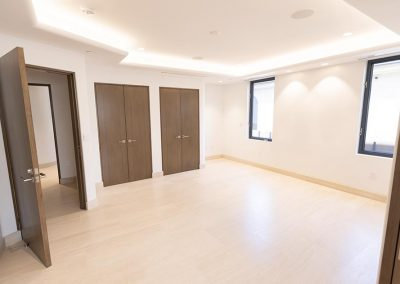 Spacious bedroom with 2 closets