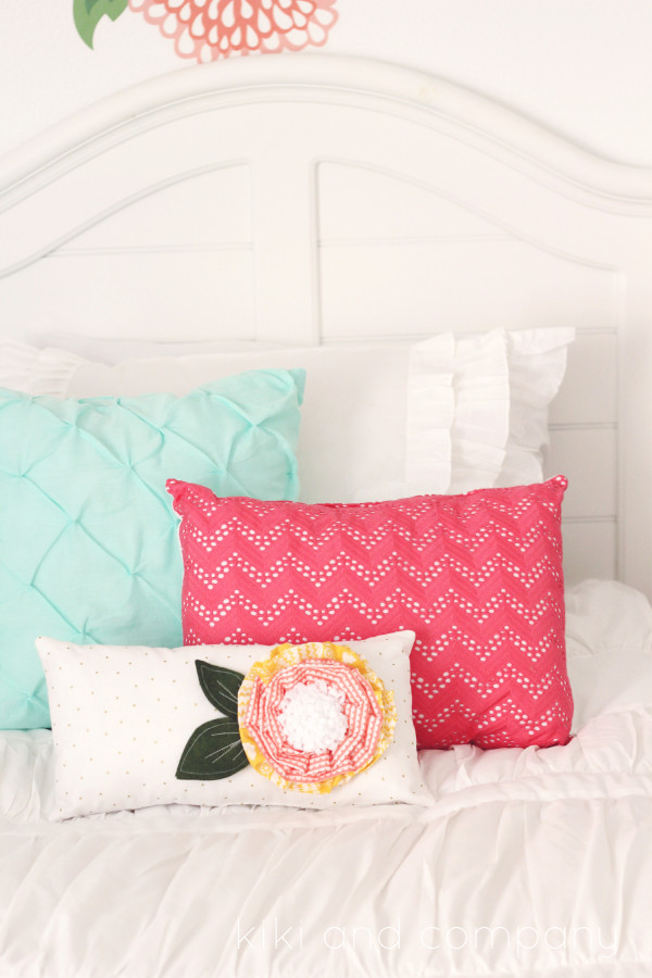 Girl's Room Makeover. LOVE this Beddy's Bedding! Look at those pillows.