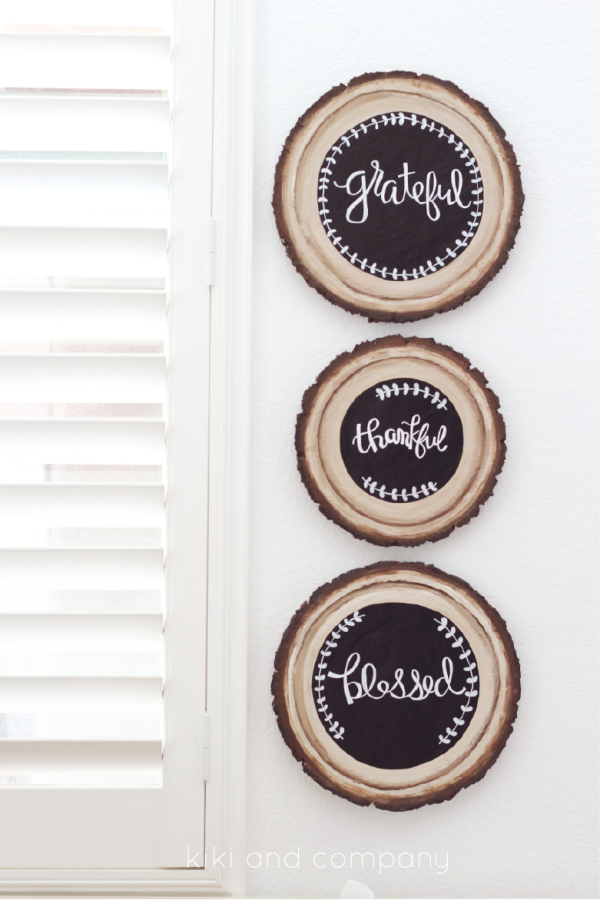 DIY Wood Slice Chalkboard Sign. LOVE these so much.