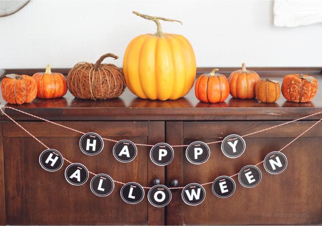 happy halloween sign from kiki and company