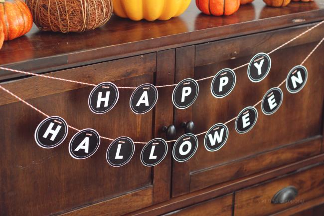 happy halloween sign from kiki and company. love!