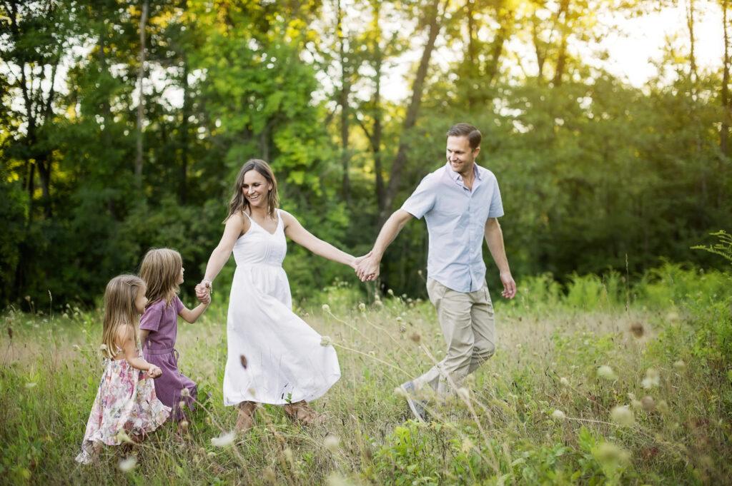 outdoor family photoshoot in Saratoga Springs NY