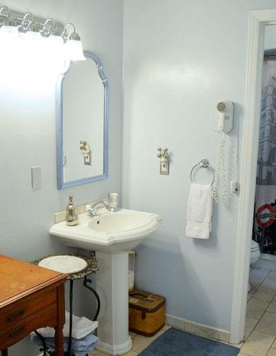 London Bathroom | Little English Guesthouse B&B, Tallahassee, FL