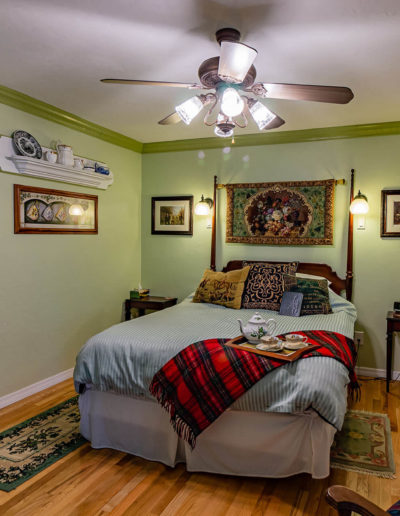 Staffordshire Room | Little English Guesthouse B&B, Tallahassee, FL