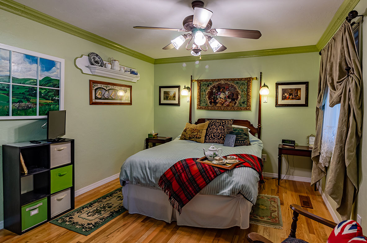 The Staffordshire Room  | Little English Guesthouse B&B, Tallahassee, FL