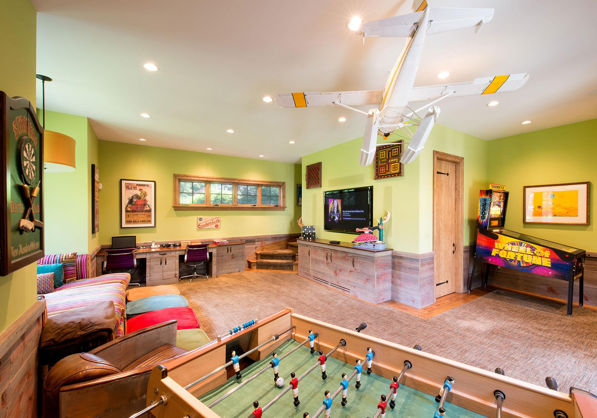 game room, tv, speakers, in-wall speakers