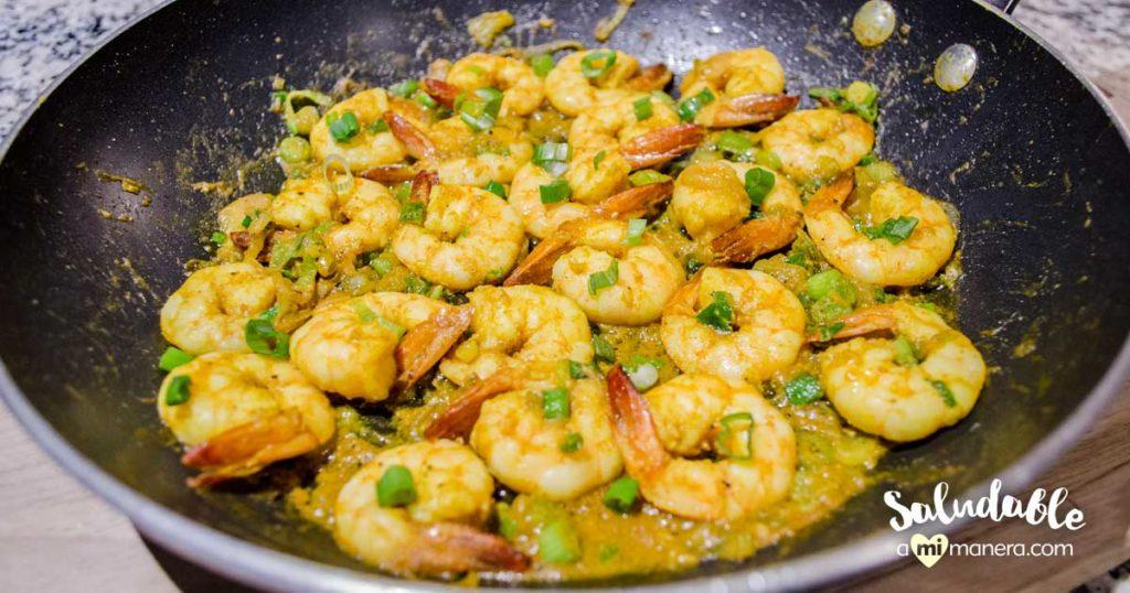 Camarones al curry con leche de coco