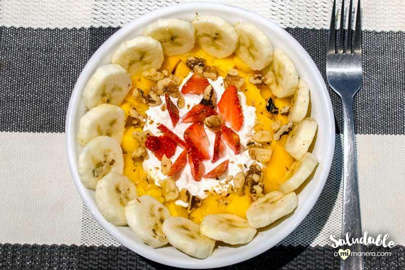 bowl de fruta y queso cottage