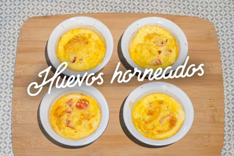 Huevos horneados con pimientos y jitomates