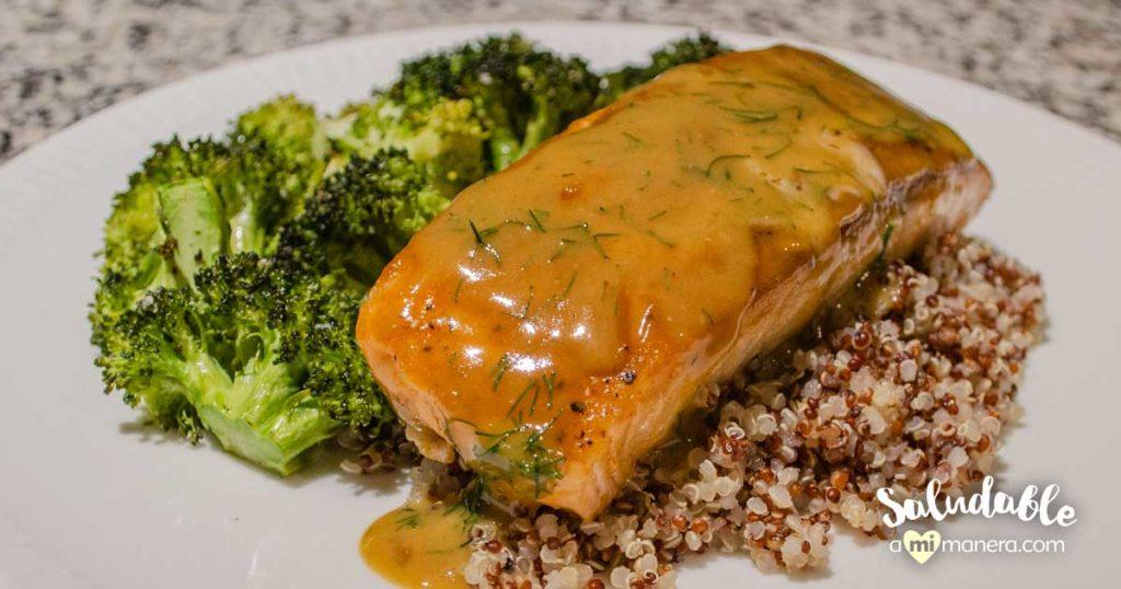 Salmón a la mostaza y miel con quinoa