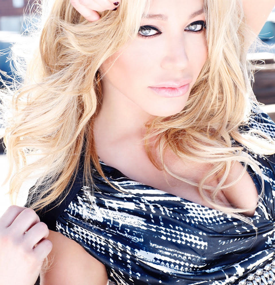 Taylor Dayne: Beauty and the Beat