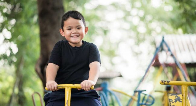Kids: Balance screen time and green time