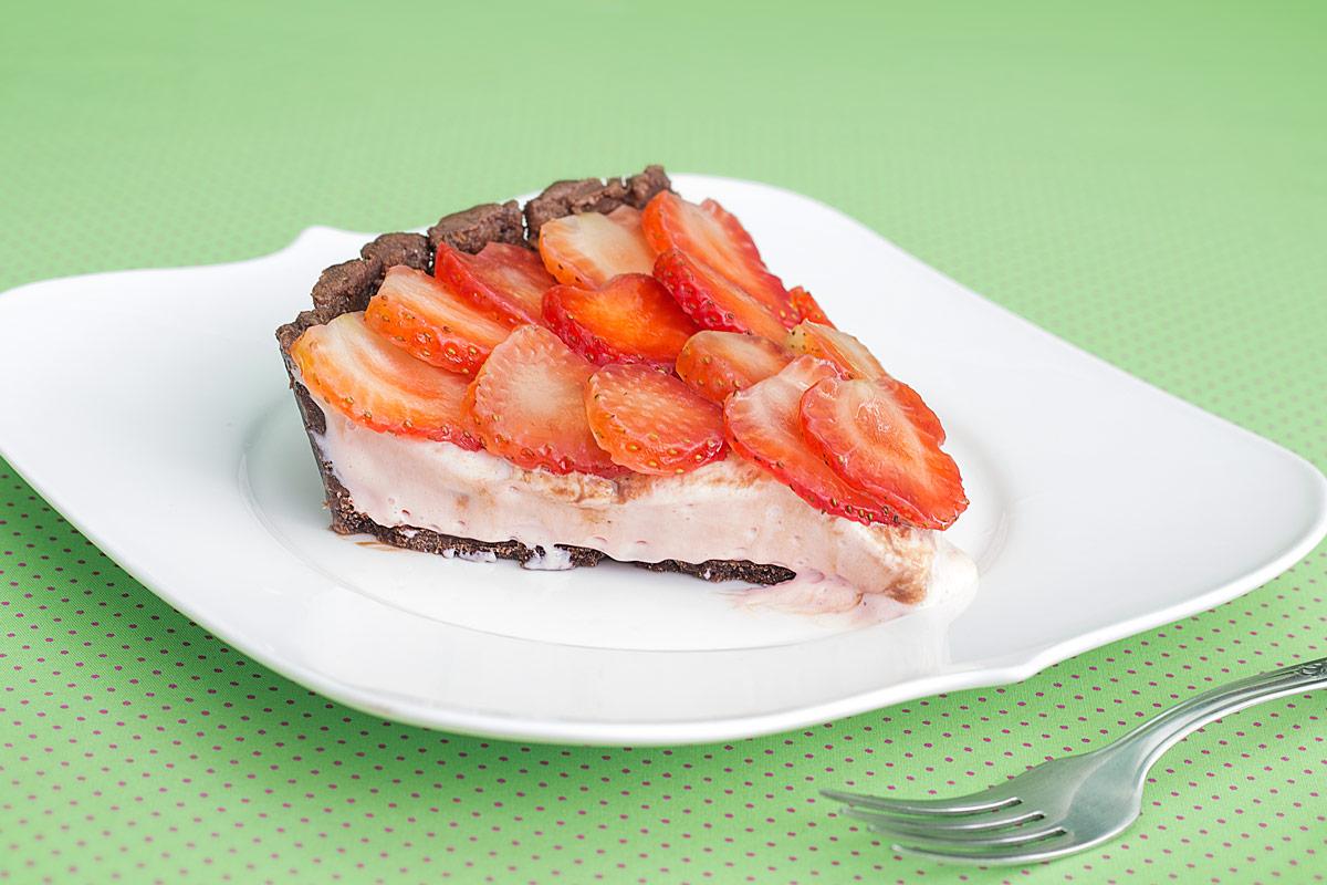 Torta de danoninho com biscoito de chocolate