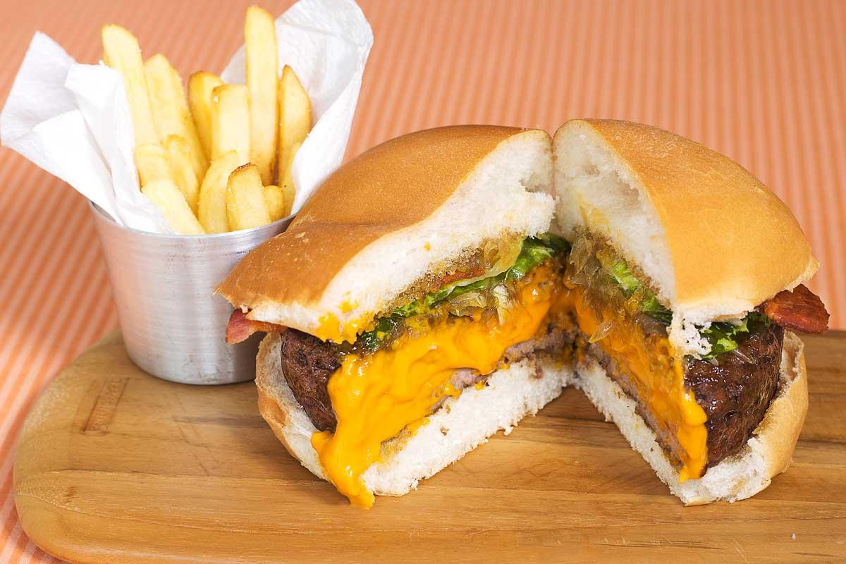 Hambúrguer recheado de Cheddar