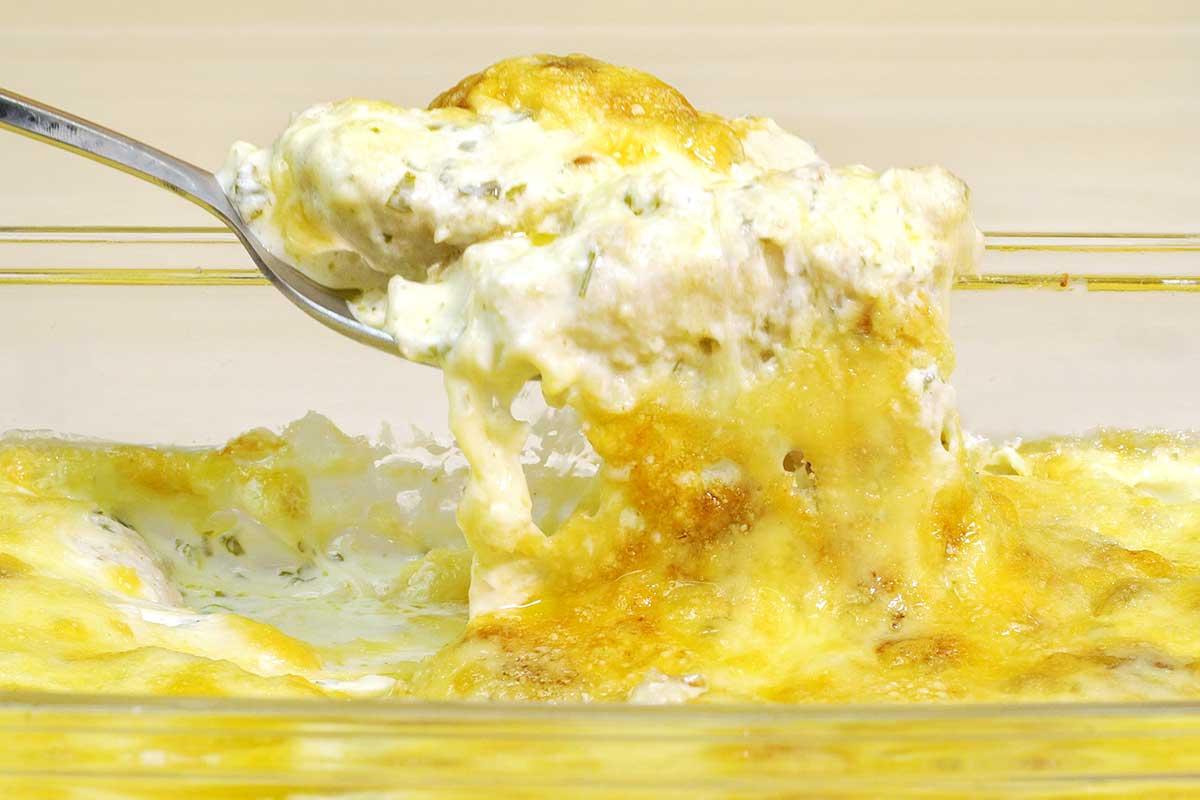 Frango com molho branco super fácil gratinado