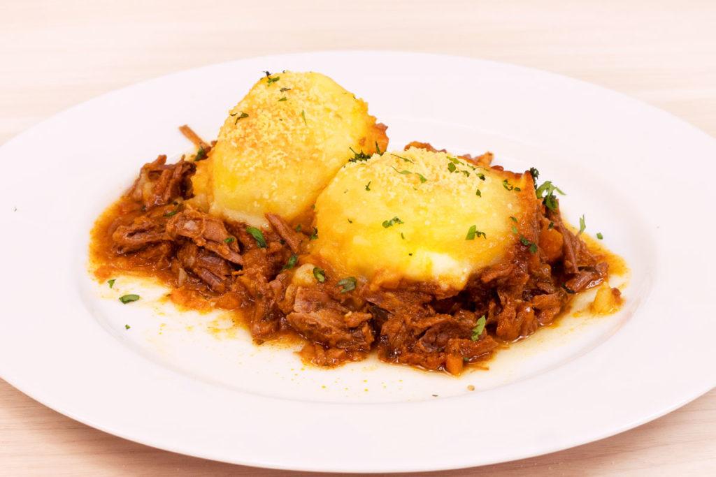 Nhoque de purê de batatas recheado de queijo