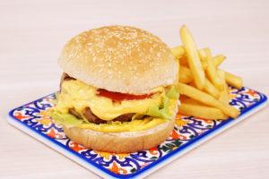 hambúrguer suíno e cheddar