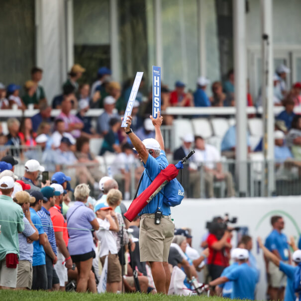BAR-2019-The crowds on the 18th hole for the final groups