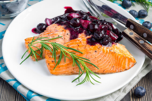 Salmon filets with a blueberry sauce